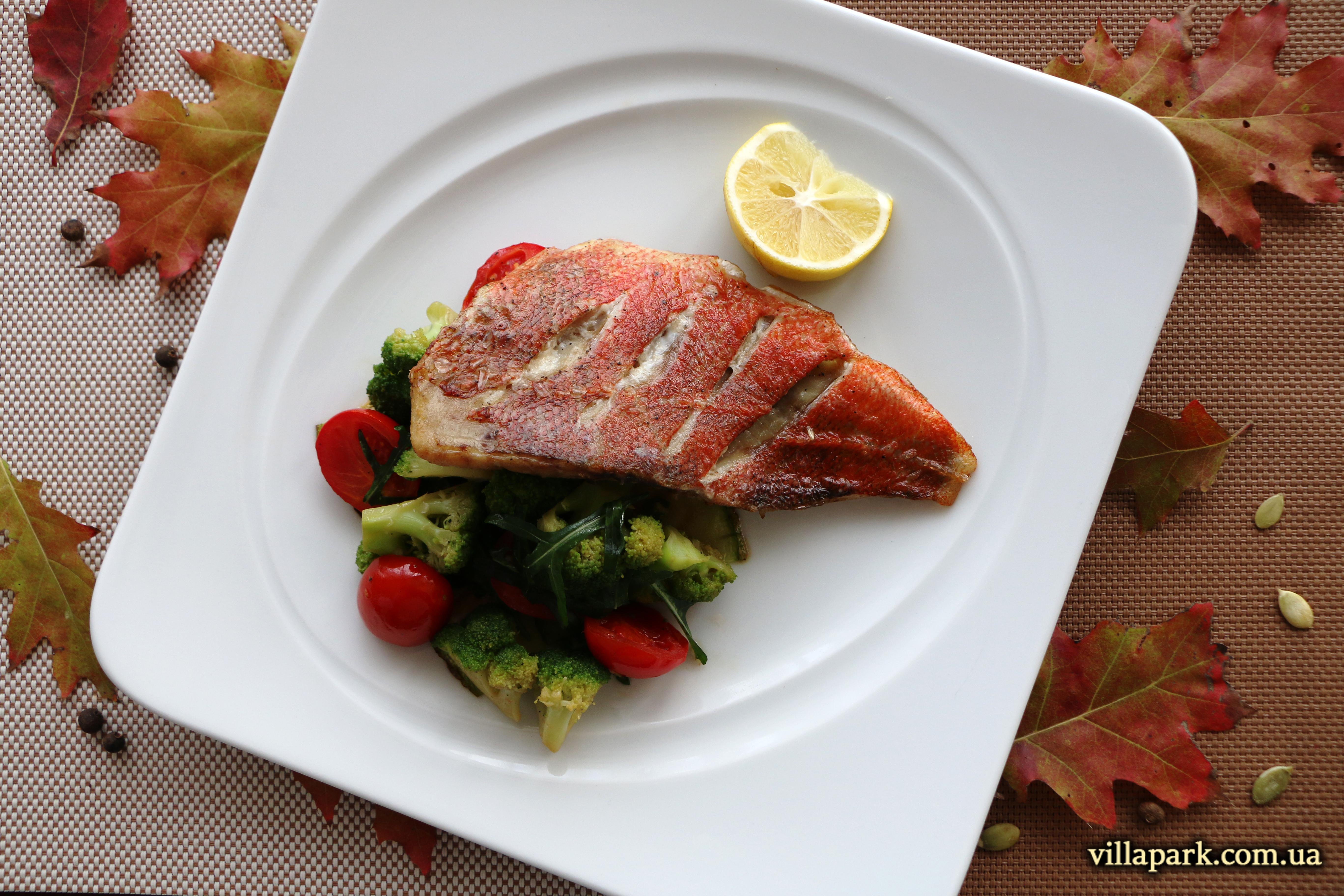 Морський окунь на овочевій подушці